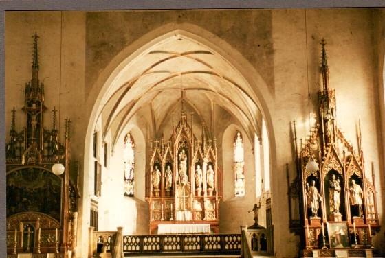 Fotoaufnahme der neugotischen Altäre vor 1961
